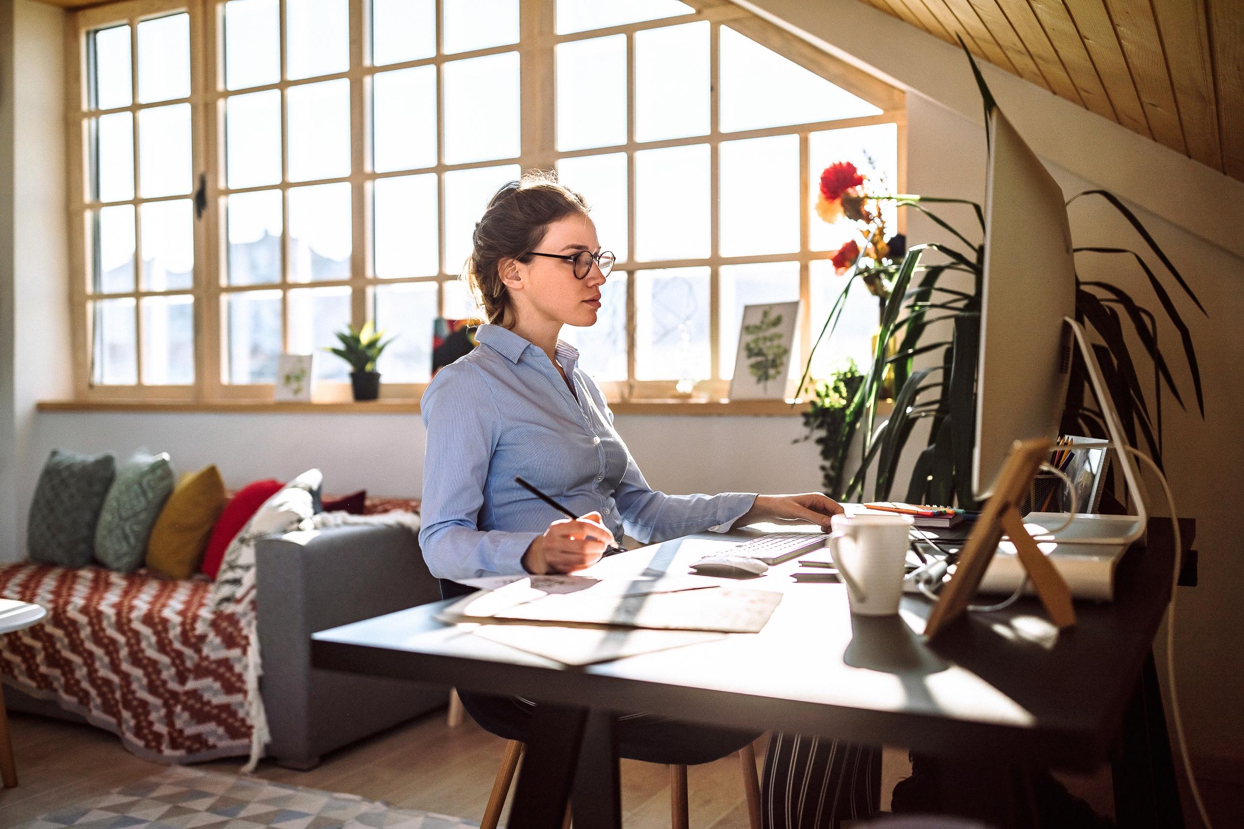 Tevredenheid thuiswerker hangt samen met thuissituatie, leidinggevende en beschikbare ICT-middelen